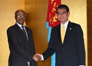 (Photo) Meeting between Foreign Minister Fumio Kishida and H.E. Dr. Giorgis Teklemikael, Minister of National Development of the State of Eritrea