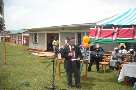 Deputy Ambassador delivers his speech to the community