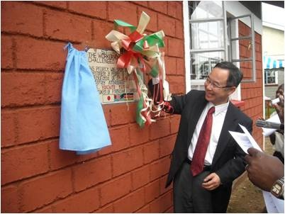 Mr Yamada unveils the memorial plaque at the facility