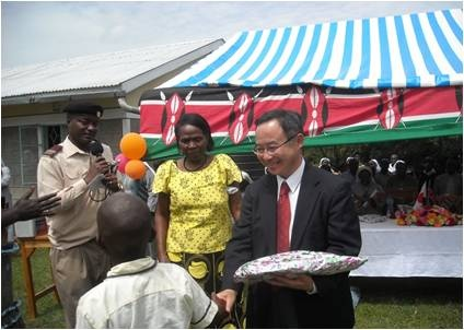 One of the beneficiaries presents a gift to Deputy Ambassador as a token of appreciation
