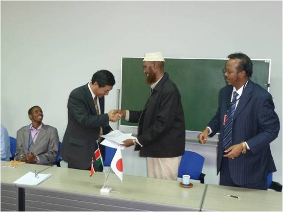Ambassador exchanging Contract with Sheikh Abdille