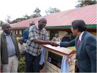 Mr. Mori and the area MP Hon. Irungu Kangata shaking hands at the plaque