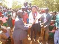 Mr. Yamana and Mr. Stephen Mutiso, Head Teacher of Lungulueni Primary School, shaking hands for the successful project implementation