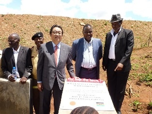 From left to right : Mr Mavengo, elder, Mr Lawrence Ikuku, chief of Thaananzau location, Mr Mikio Mori, Deputy Ambassador of Japan to Kenya, Mr Sammy Ngangi, CEO of  WGDP and Mr Vonza Mwendwa, Chairman of WGDP in front of the project plaque