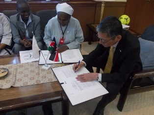 Grant Contract signing by H.E. Terada (right) and Sr. Susan Muthon, the Administrator of the dispensary (left)