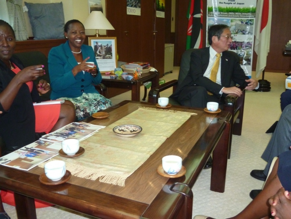H.E. Mrs. Rachel Ruto having a cup of green tea from Japan.