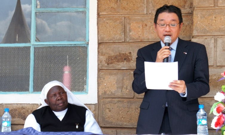 Minister Mori sharing words of encouragement to the students of Saint Lucy's High School