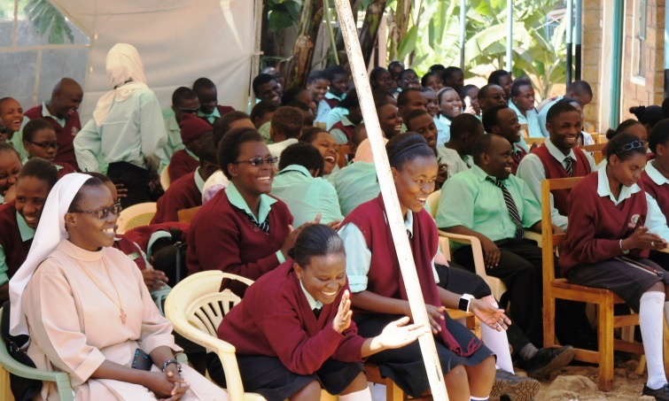 Students and community members enjoying the Minister's speech portion in Ki-meru language